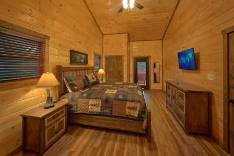Luxury cabin with 3 King Bedrooms and 4 baths - Smoky Bear Lodge