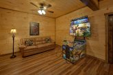 3 bedroom cabin with Buck Hunter Arcade Game