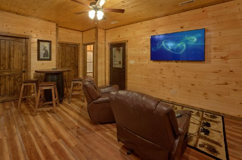 Game room with 2 arcade games and full bath - Smoky Bear Lodge