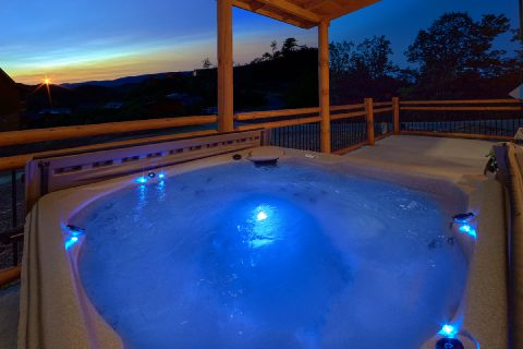 Luxurious cabin with 3 bedrooms and indoor pool - Smoky Bear Lodge