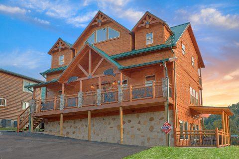 Premium 3 bedroom cabin with indoor pool - Smoky Bear Lodge