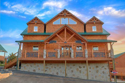 3 bedroom pool cabin in Wears Valley - Smoky Bear Lodge