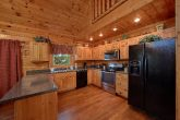 7 Bedroom Cabin with full Kitchen and Bar stools