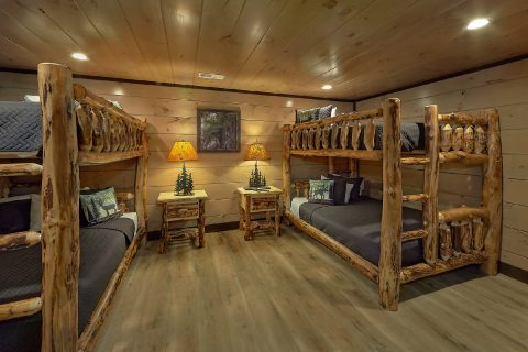 2 sets of Queen Bunkbeds in 15 bedroom cabin - Smoky Mountain Masterpiece