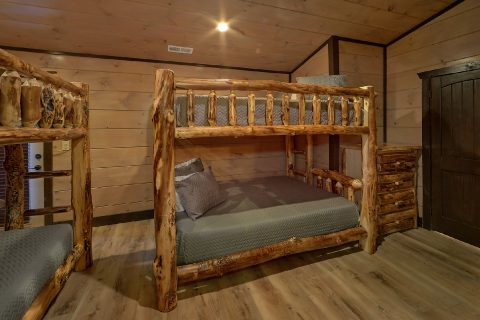 Bunk Bedroom for 12 guests in 15 bedroom rental - Smoky Mountain Masterpiece
