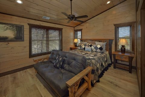 King Bedroom with Full bath in 15 bedroom cabin - Smoky Mountain Masterpiece