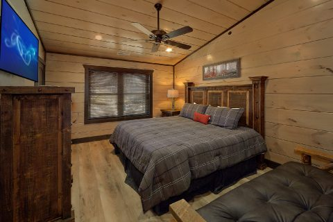 Cabin game room with Pool table, Arcades and TVs - Smoky Mountain Masterpiece