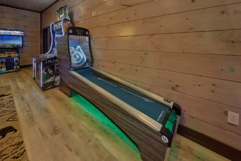 Luxury 15 bedroom cabin with Skee Ball Game - Smoky Mountain Masterpiece