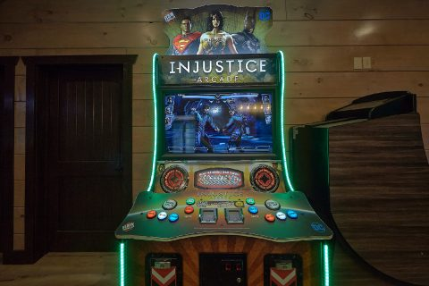 15 Bedroom cabin with Injustice Arcade Game - Smoky Mountain Masterpiece