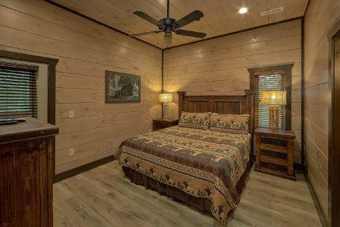 King Bedroom with bath in 15 bedroom cabin - Smoky Mountain Masterpiece