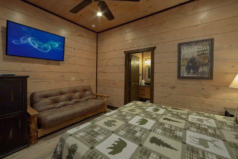 Premium 15 bedroom cabin that sleeps 60 guests - Smoky Mountain Masterpiece