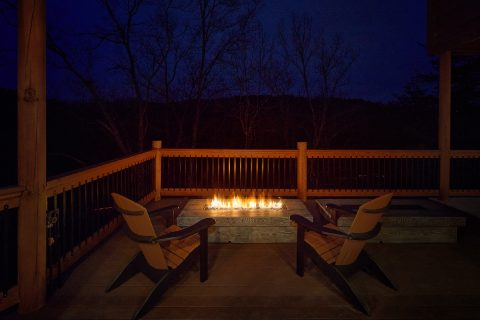 Luxurious 15 bedroom rental cabin with fire pits - Smoky Mountain Masterpiece
