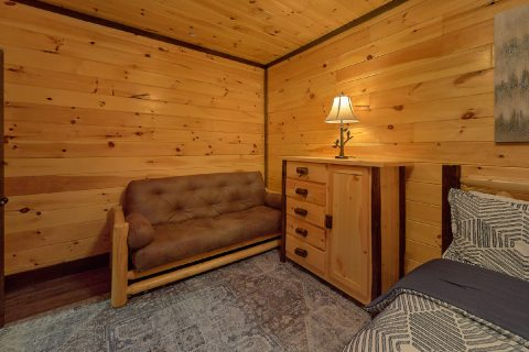 King Bedroom with Private Bathroom - Smoky Mountain Memories