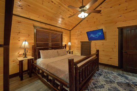 Luxurious 12 bedroom cabin with Rustic Log Beds - Smoky Mountain Memories