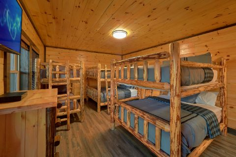 12 Bedroom cabin with Queen size bunk beds - Smoky Mountain Memories