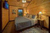 12 Bedroom cabin with Private Queen bedroom