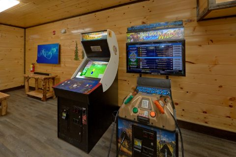 Cabin with Golden Tee Golf and Buck Hunter Games - Smoky Mountain Memories