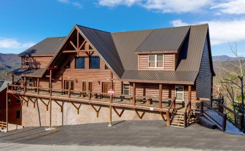 12 Bedroom Luxury cabin in Pigeon Forge Resort - Smoky Mountain Memories