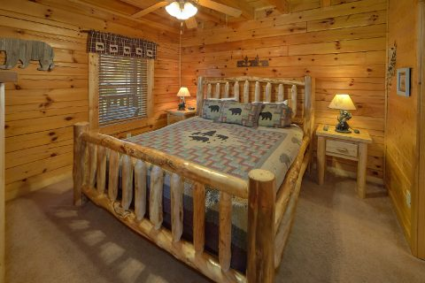 Main Floor Bedroom 5 Bedroom Cabin Sleeps 16 - Smoky Mountain Retreat