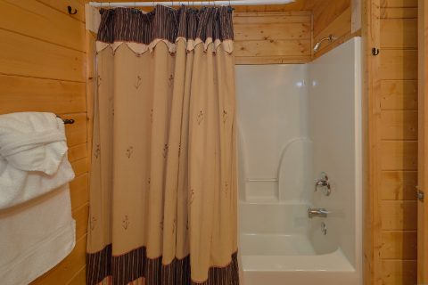 Walk in Shower 5 Bedroom Sleeps 16 - Smoky Mountain Retreat