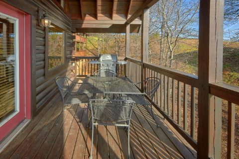 Covered Porch with Table and Chairs 5 Bedroom - Smoky Mountain Retreat