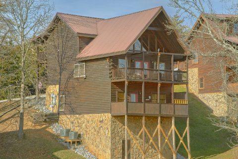 Beautiful 5 Bedroom 5 Bath Cabin Sleeps 16 - Smoky Mountain Retreat