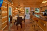 Rustic 2 bedroom cabin with Dining area for 6