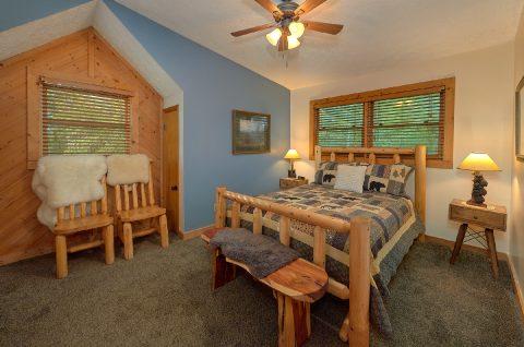 2 bedroom cabin with Queen Loft bedroom - Sneaky Bear Getaway