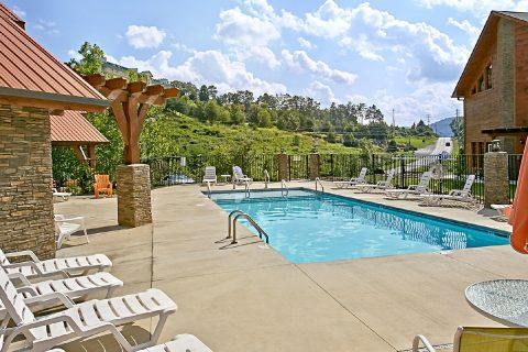 Cabin with Resort Swimming Pool Access - Snuggled Inn