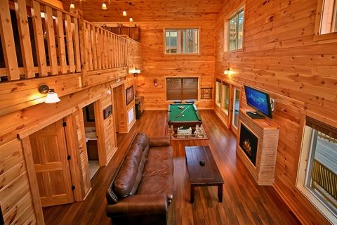 Cabin with Family Game room - Snuggled Inn