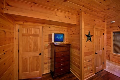 Cabin with King Suite and TV - Snuggled Inn