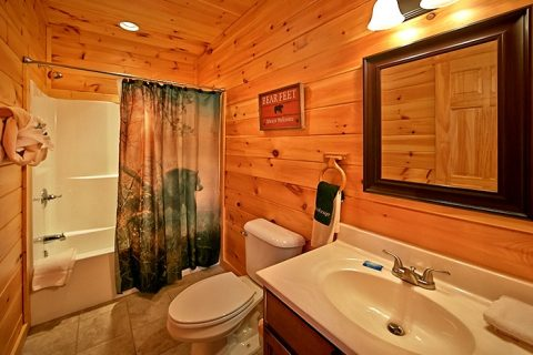Cabin with 2 baths - Snuggled Inn
