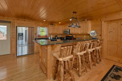 Spacious kitchen in 5 bedroom cabin - Soaring Ridge Lodge
