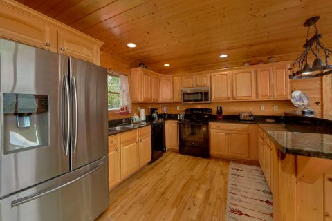 Full Kitchen in 5 Bedroom luxury cabin - Soaring Ridge Lodge