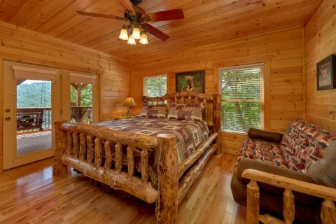Luxurious 5 bedroom cabin with King Master Suite - Soaring Ridge Lodge