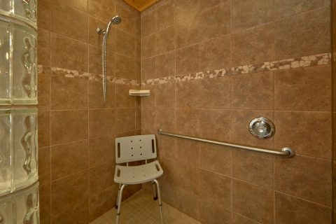 Handicap accessible shower in Luxury Cabin - Soaring Ridge Lodge