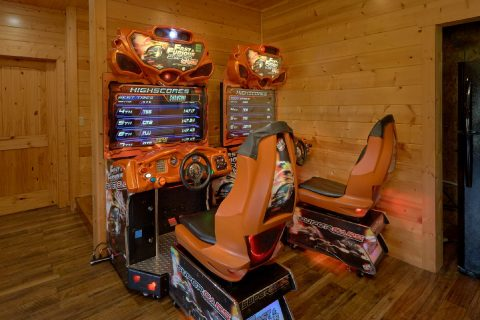 5 Bedroom cabin with 2 Race Car Arcade Games - Soaring Ridge Lodge
