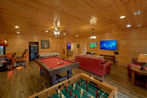 Game Room with Pool Table, Foosball, Golden Tee - Soaring Ridge Lodge