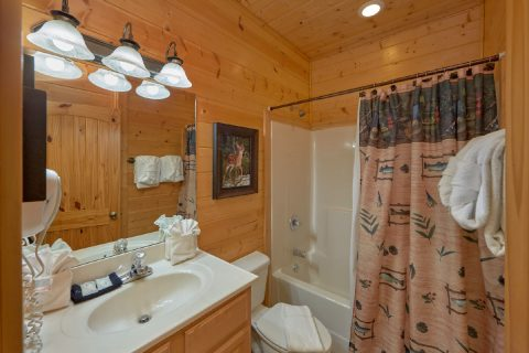 Cabin with a Private Bathroom in King Bedroom - Soaring Ridge Lodge