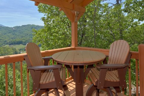 Luxury cabin with Rocking Chairs and Porch Swing - Soaring Ridge Lodge