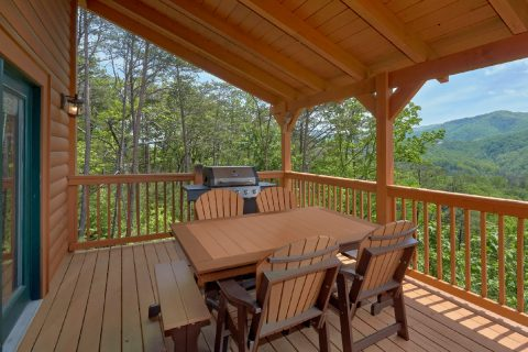 5 Bedroom cabin with Picnic Table and Grill - Soaring Ridge Lodge