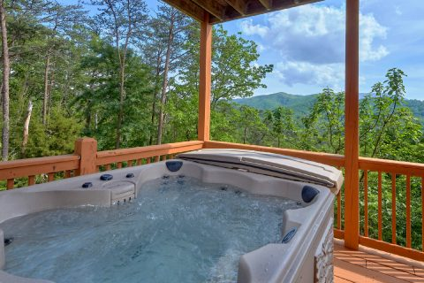 Luxurious 5 bedroom cabin with 2 Hot Tubs - Soaring Ridge Lodge
