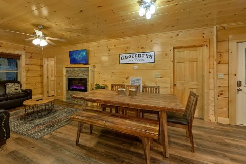 Cozy Dining Area in 4 Bedroom Cabin Sleeps 12 - Song of the South
