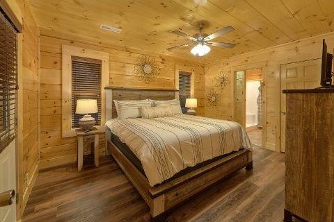 Pigeon Forge Cabin with 4 King Beds and 4 Baths - Song of the South