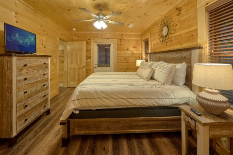 Spacious 4 Bedroom4 Bath Cabin Sleeps 12 - Song of the South