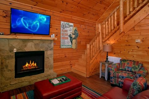 2 Story Luxury Cabin with FIreplace and WIFI - Southern Comfort