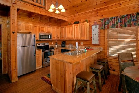 2 Bedroom Cabin with Luxurious Kitchen and Bar - Southern Comfort