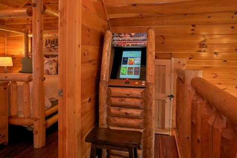Cabin with Arcade Game, WIFI and Resort Pool - Southern Comfort