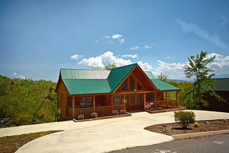 Rolling Creek: 2 Bedroom Sevierville Cabin Rental