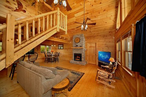Great Cabin with Spacious Living Room - Southern Style
